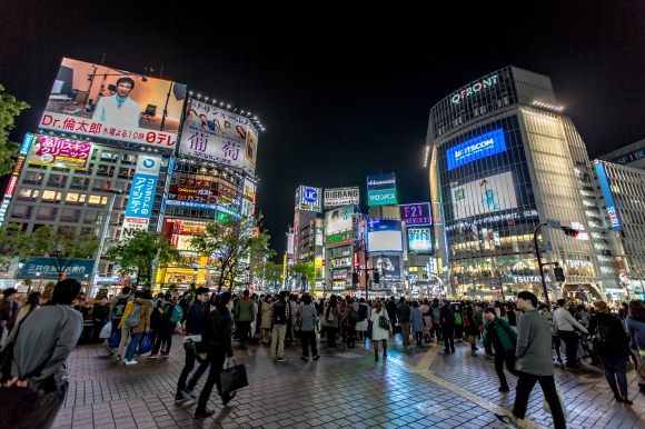 shibuya_district_at_night_2015-04_17806976882